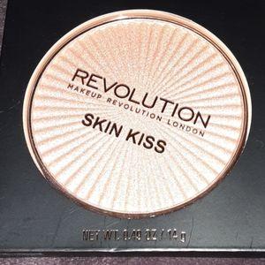 MAKEUP REVOLUTION LONDON SKIN KISS ILLUMINATOR